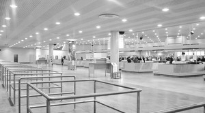 3013605-poster-1920-so-what-is-it-like-to-live-in-sheremetyevo-airport-tips-for-edward-snowden[1]