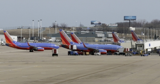 Southwest Airlines is allowing fliers to watch TV for free through the carrier's Wi-Fi enabled planes from their personal devices such as iPod, iPhones, iPads and most other Internet-ready products. (Photo : REUTERS/Tom Gannam)