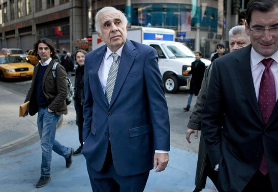 Carl Icahn, billionaire investor and chairman of Icahn Enterprises Holdings LP, center, in New York. Photographer: Scott Eells/Bloomberg
